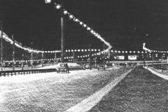 Motorvej-nat-stentryk-1980-billede-11-af-12-i-serien-byen